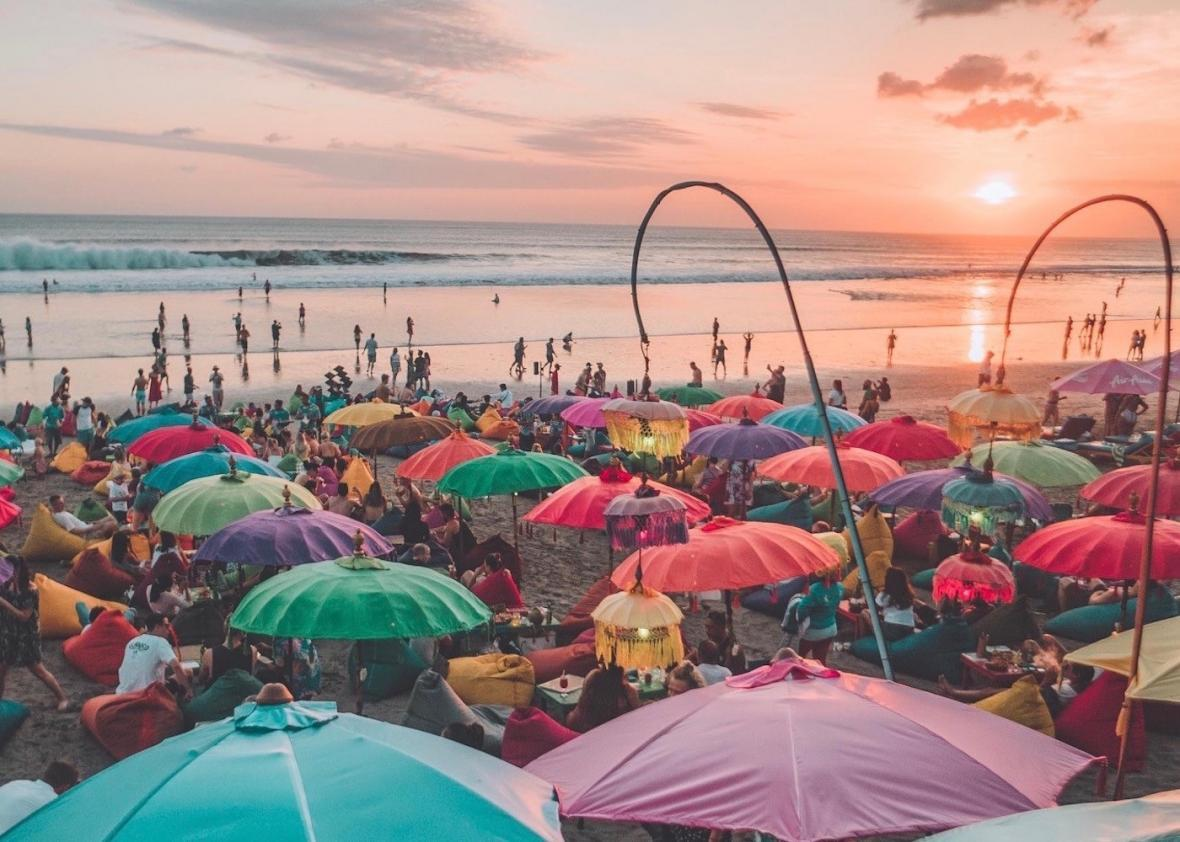 مناطق دیدنی و مناسب ترین زمان برای سفر به بالی، فرانسه و اسپانیا