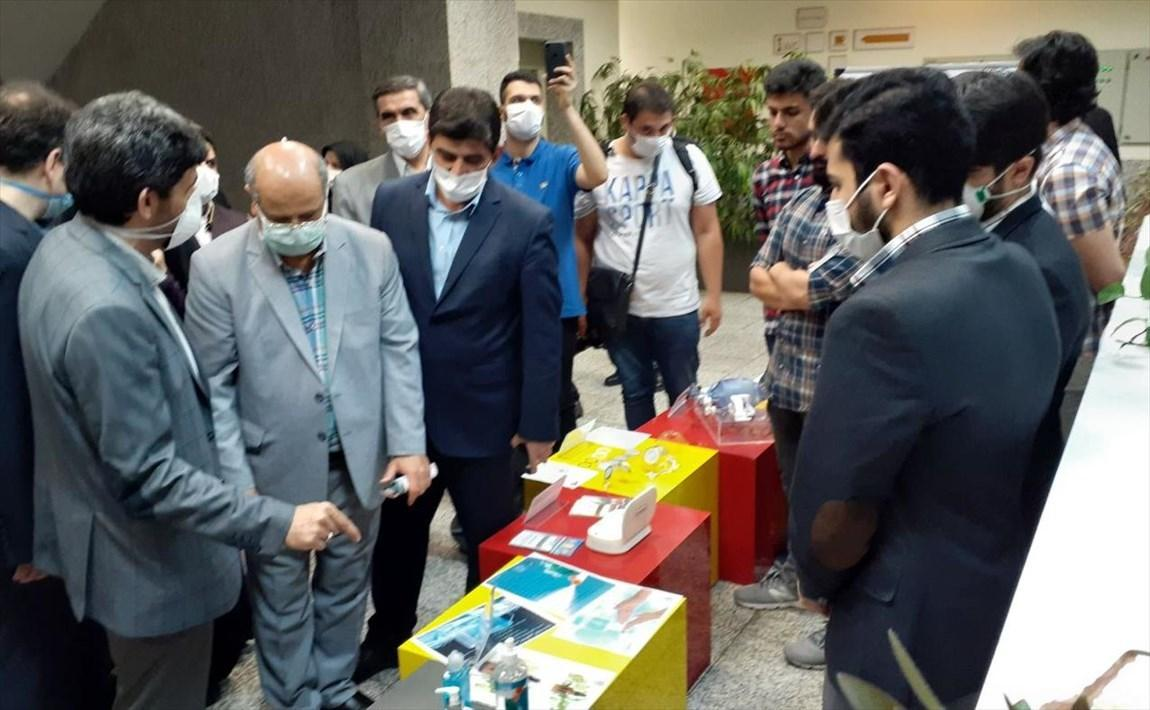 بازدید از نمایشگاه 30 طرح و دستاورد دانشگاه امیرکبیر برای پیشگیری و تشخیص کرونا