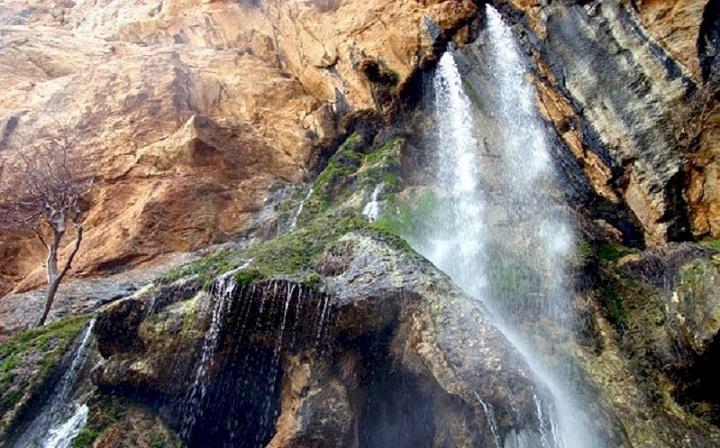 شروع عملیات محوطه سازی منطقه نمونه گردشگری آبشار شالولاک در شهرستان لنجان