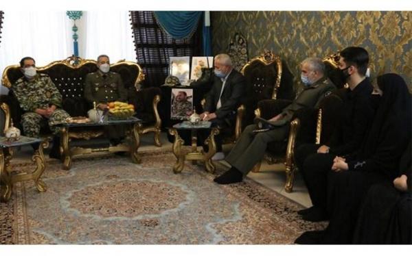 فرمانده کل ارتش با خانواده شهید جلیلوند ملاقات کرد