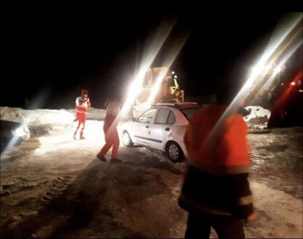 خبرنگاران 150 خودروی گرفتار در برف و کولاک البرز رها سازی شدند