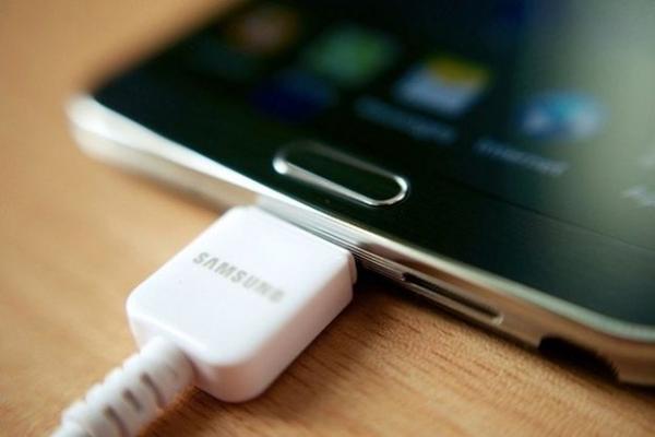 شارژر موبایل را فقط از امگا باتری بخرید
