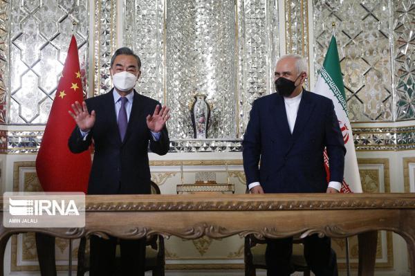 خبرنگاران سفر وزیر خارجه چین به ایران به موازنه روابط خارجی یاری می نماید