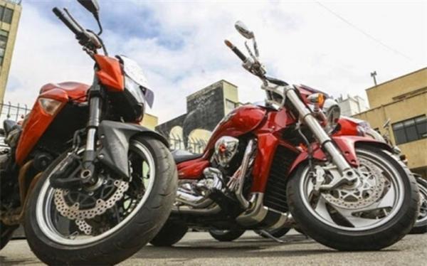 توقیف 3 موتورسیکلت سنگین در بزرگراه همت