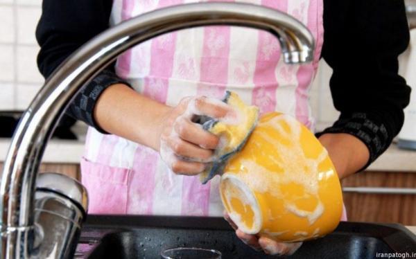 عوارض شستن ظرف ها بدون پیش بند برای خانم ها